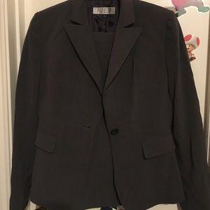 Studio Tahari Classic Business Suit Size 6